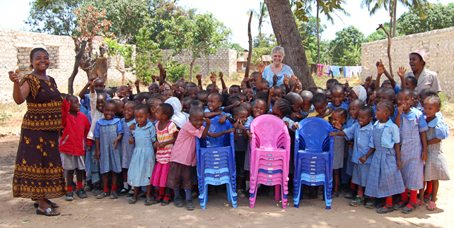 Volunteer Janette with DGS children and staff
